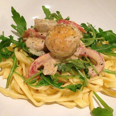 Tagliatelle mit Champignons, Paprikastreifen & Rucola in Creme-Fraiche-Kräutersosse (Vegetarisch)