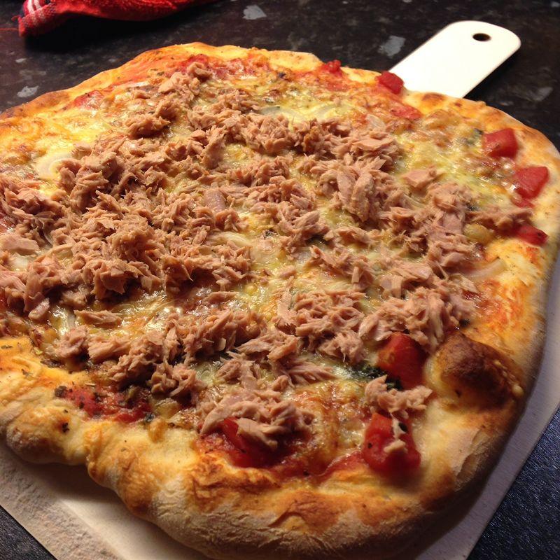 Pizza Tonno é Cipolla wie vom Italiener (nach dem Backen)