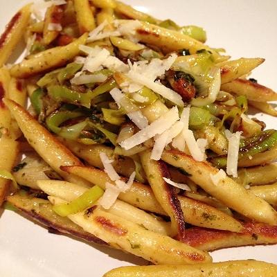 Schupfnudeln mit Basilikum-Mandel-Pesto (Vegetarisch)