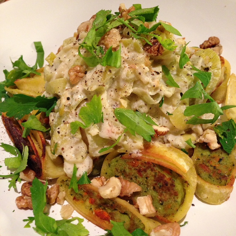 Krosse Gemüsemaultaschen-Streifen in Porree-Frischkäsesauce