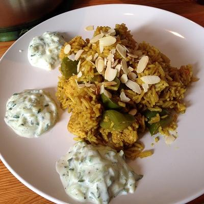 Puten Biriyani-Reis mit Paprika und Tzatziki-Dip