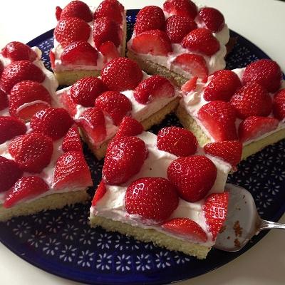 Schneller schmandkuchen mit erdbeeren was koche ich for Mittagsgerichte schnell