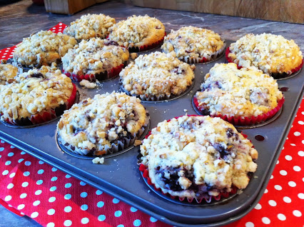 Brombeer-Muffins mit Nussstreuseln