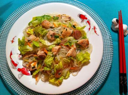 Thailändischer Hähnchen-Salat © Monika Cartwright