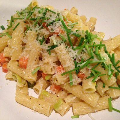 Rigatoni mit vegetarischer Porree-Möhren-Sahne-Sauce