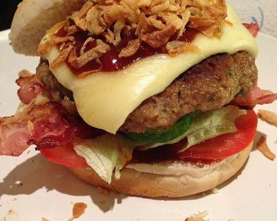 BBQ-Cheeseburger mit selbstgemachter Barbecue-Sauce