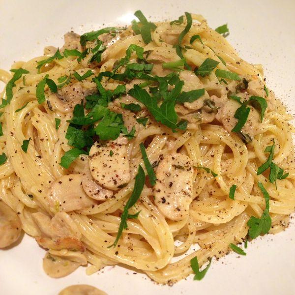 """""""Spaghetti con Funghi"""" in Crème-Fraîche-Zitronen-Sauce"""