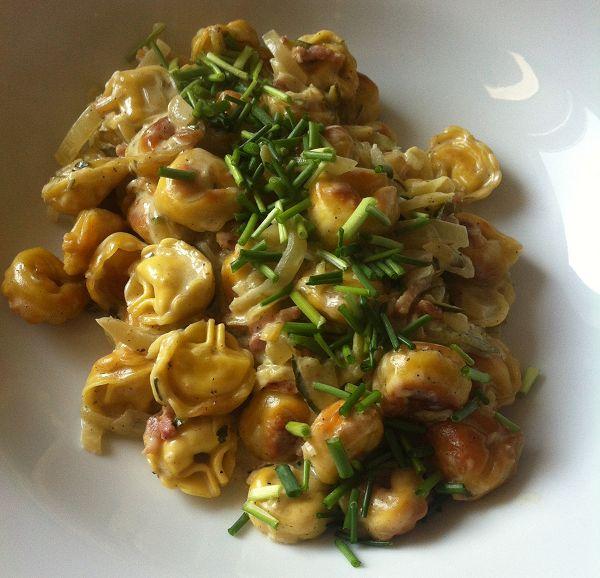 Krosse Ricotta Tortellini in Zucchini-Schinken-Sahne-Sauce
