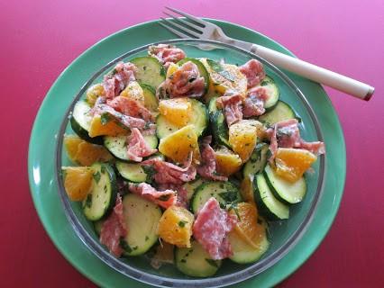 Zucchinisalat mit Salami © Monika Cartwright
