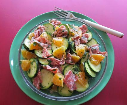 Zucchinisalat mit Salami