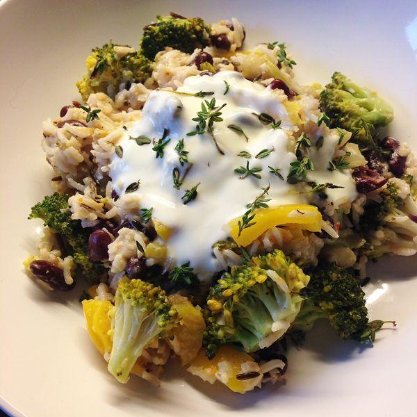 Vegetarische Reispfanne mit Kokosmilch, Brokkoli, Paprika & Kidneybohnen
