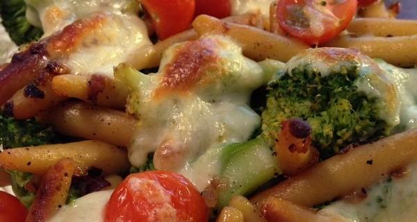 Vegetarischer Schupfnudelauflauf mit Brokkoli & Cherry-Tomaten