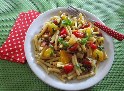 Macaroni with bacon and tomatoes