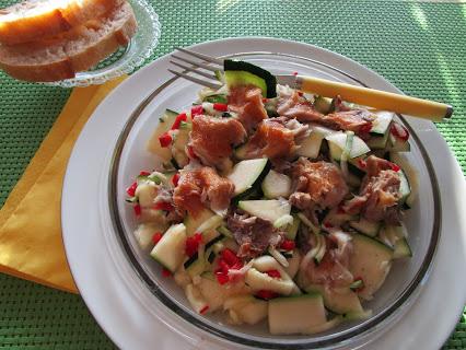 Zucchini salad with mackerel