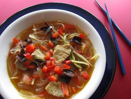 Asiatische Suppe mit Schweinefleisch © Monika Cartwright