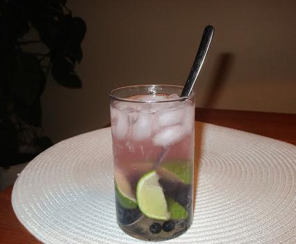 Gin-Tonic mit Blaubeeren