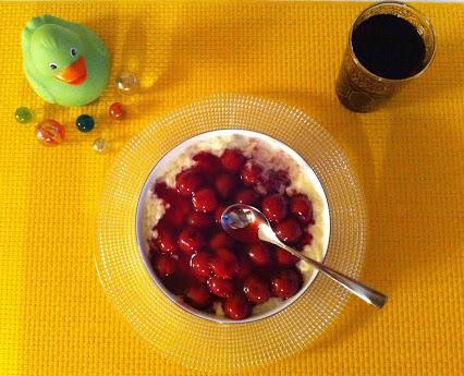 Milchreis mit Kirschen © Monika Cartwright