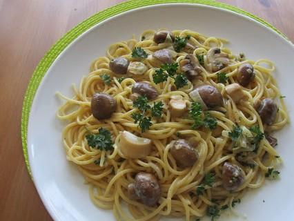 Spaghetti mit Pilzen und Sahnesauce © Monika Cartwright