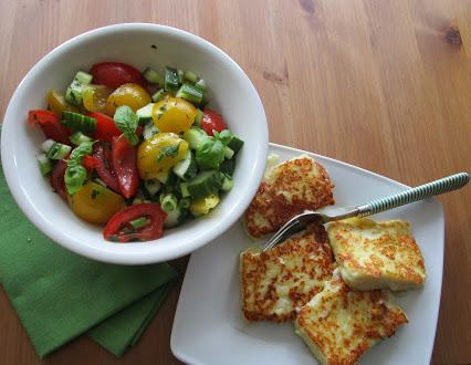 Tomato and mozzarella salad with semolina slices