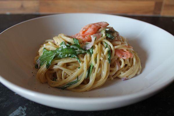 Spaghetti mit Lachs und Rucola