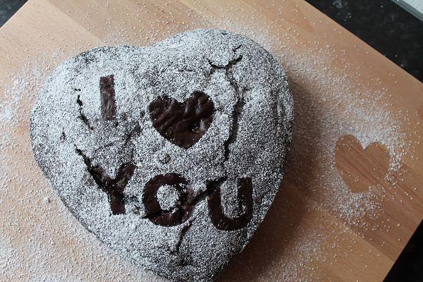 Schokoladen-Kirsch-Kuchen zum Valentinstag