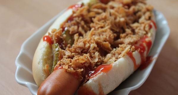 Hot Dogs mit selbstgemachten Hot Dog Brötchen