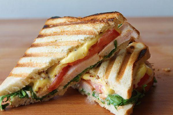 Hähnchen Sandwich mit Tomate & Rucola