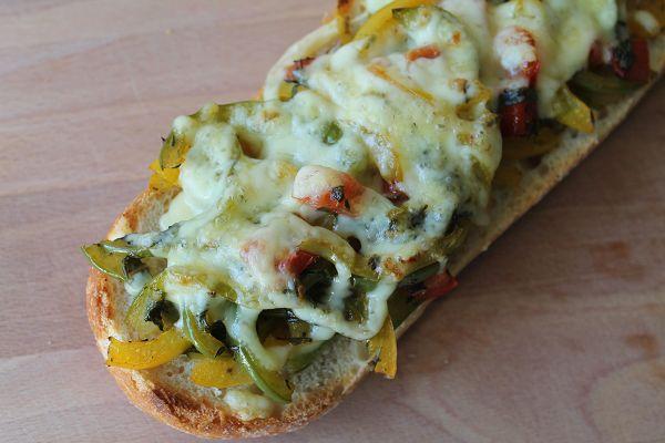 Schnelle Paprika-Tomaten Baguettes