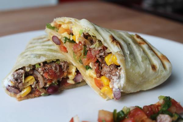 Burritos mit Hackfleischfüllung & Tomatensalsa