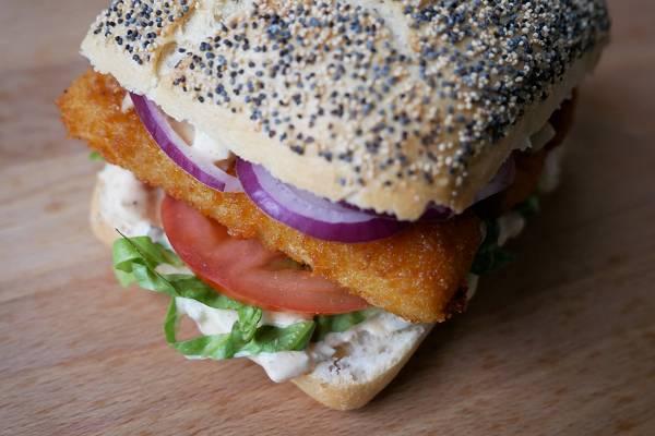 Fischstäbchen Burger mit Remoulade