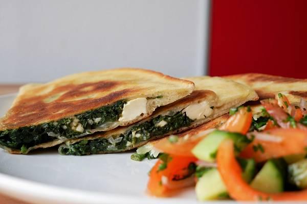 Türkische Gözleme mit Spinat & Fetakäse