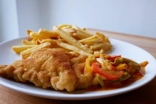 Schnitzel mit Paprika-Rahm Sauce
